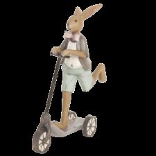 Veľkonočný zajac na trojkolke